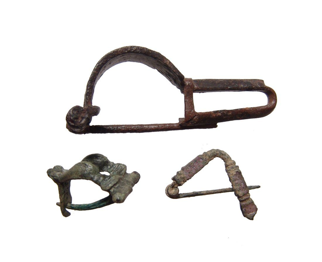 A lot of 3 Roman and Persian bronze brooches