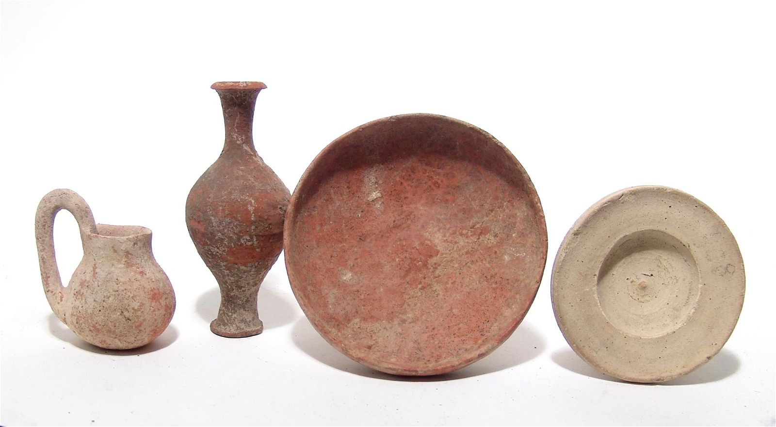 A group of 4 Holy Land pottery objects