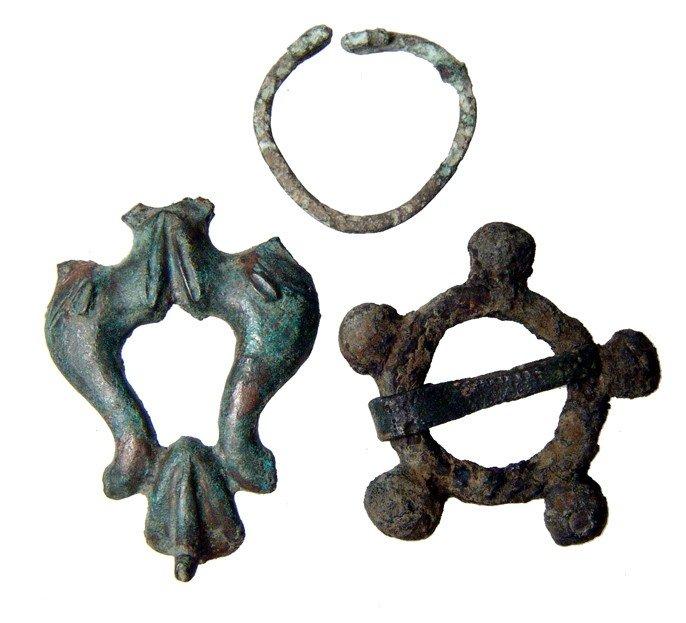 18: Lot of 3 Roman bronze items
