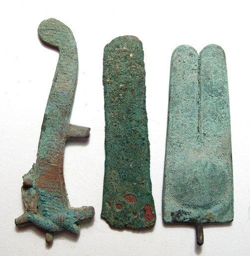 77: Lot of 3 Egyptian bronze items, Late Period