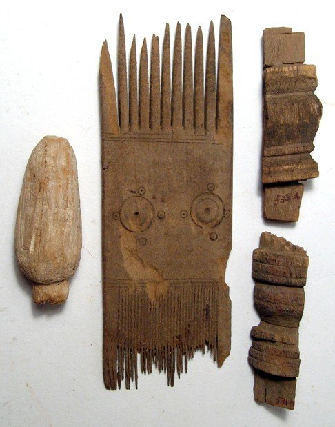 90: Coptic wooden comb and 3 wooden objects