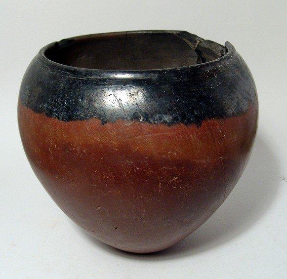 99: Large Predynastic black-topped jar, Nagada I-Iic