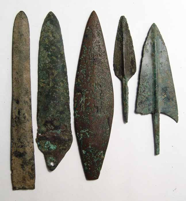 21: 5 bronze blades and arrow points, Near East