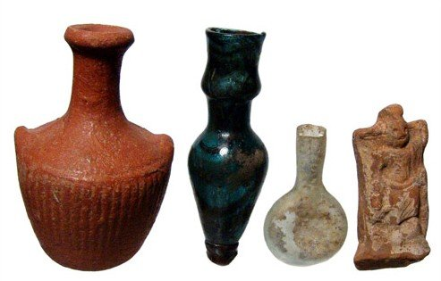 25: Group of ancient pottery and glass pieces