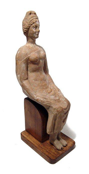 173: Attractive seated woman, Magnia Graecia