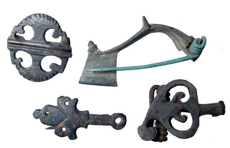 12: 4 Roman bronze brooches, 2nd-3rd Century AD