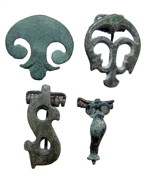 13: Group of mixed Roman bronze brooches
