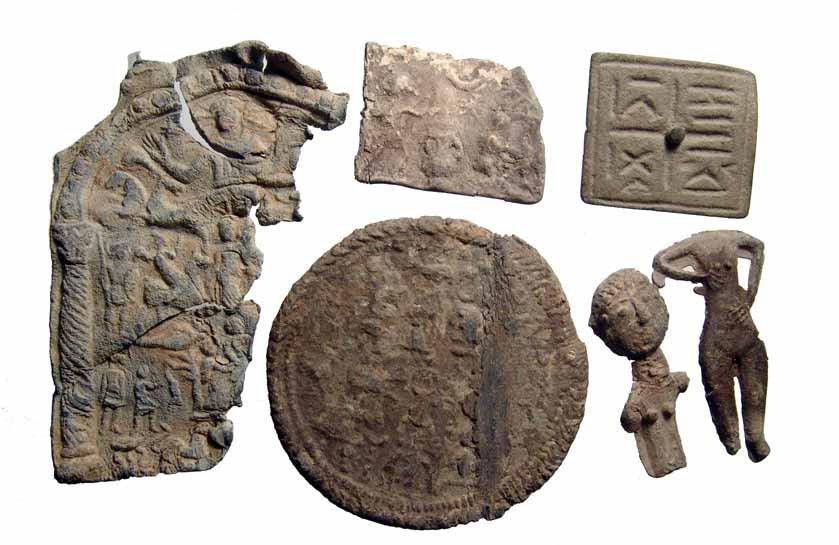 16: Lot of 12 Roman lead objects