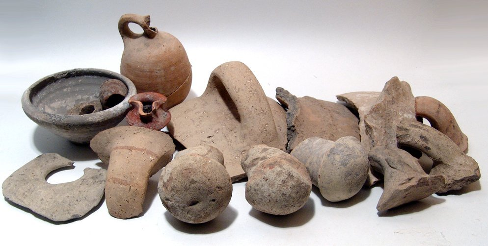 24: Large mixed group of ancient terracotta objects
