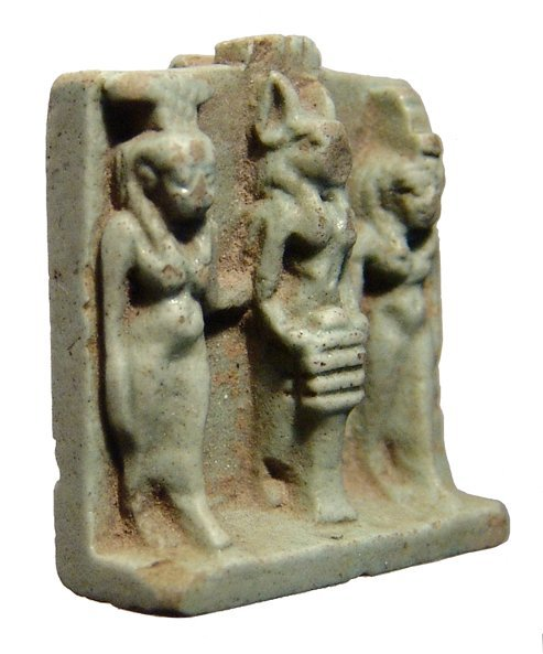 86: Faience triad amulet: Isis, Nephthys and Anubis - 2