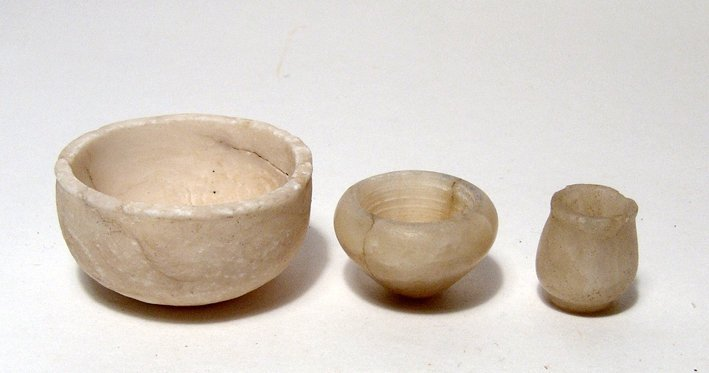 21: Lot of 3 small Egyptian alabaster vessels