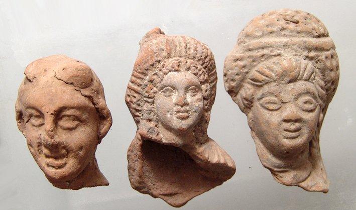 24: 3 Egyptian terracotta heads, ex Alex Malloy