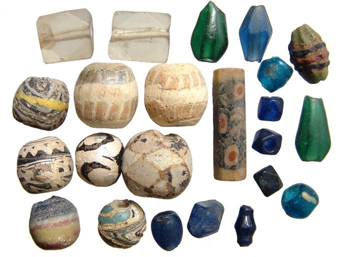 11: 23 mixed glass beads, Roman - Islamic