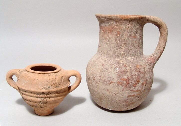 A lot of 2 Iron Age pottery vessels from the holy land