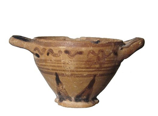 A Corinthian votive pottery skyphos