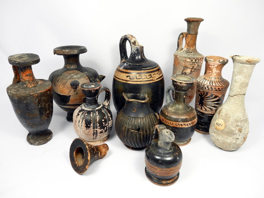 Lot of 11 pieces of Greek pottery