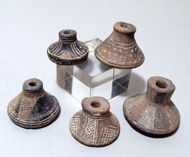 A lot of 5 Jamacoaque ceramic spindle whorls