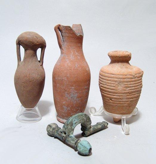 Three Roman vessels and a bronze fibula