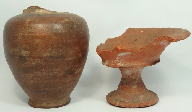 A lot of 2 ancient terracotta vessels