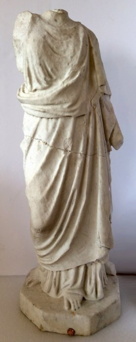 Roman marble statue of a goddess, probably Laetitia