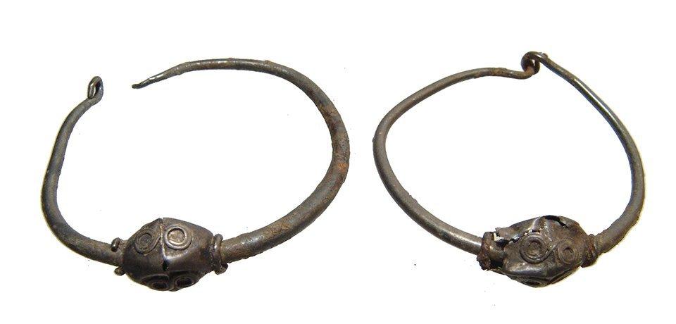A pair of Hellenistic silver loop earrings, Egypt - 2