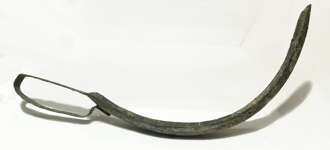 A Roman bronze strigil with handle attached - 3