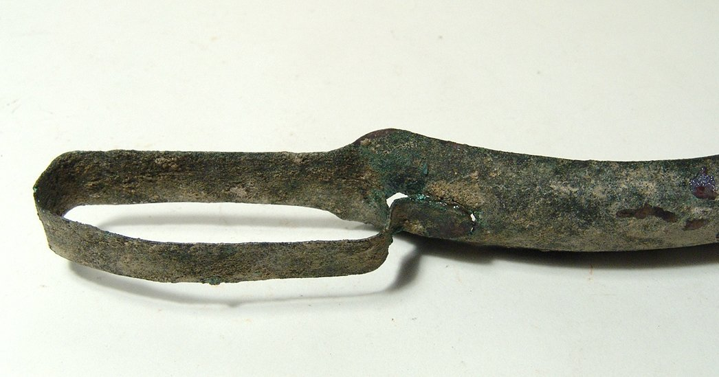 A Roman bronze strigil with handle attached - 5