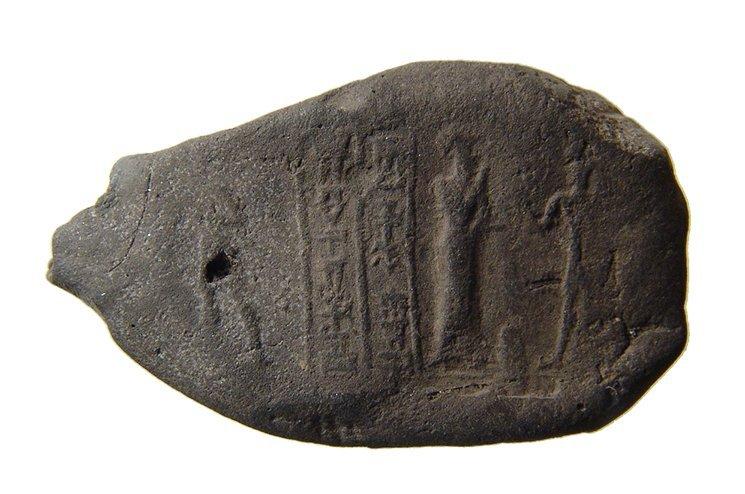A nice Old Babylonian bulla with cuneiform
