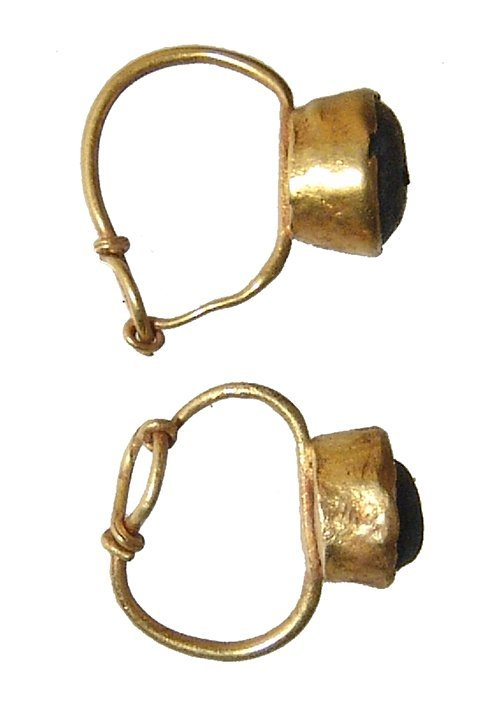 A pair of Roman gold earrings - 2
