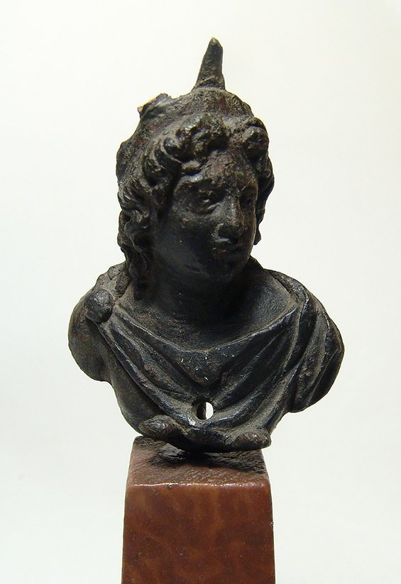 A handsome Roman bronze bust of the God Sol - 2