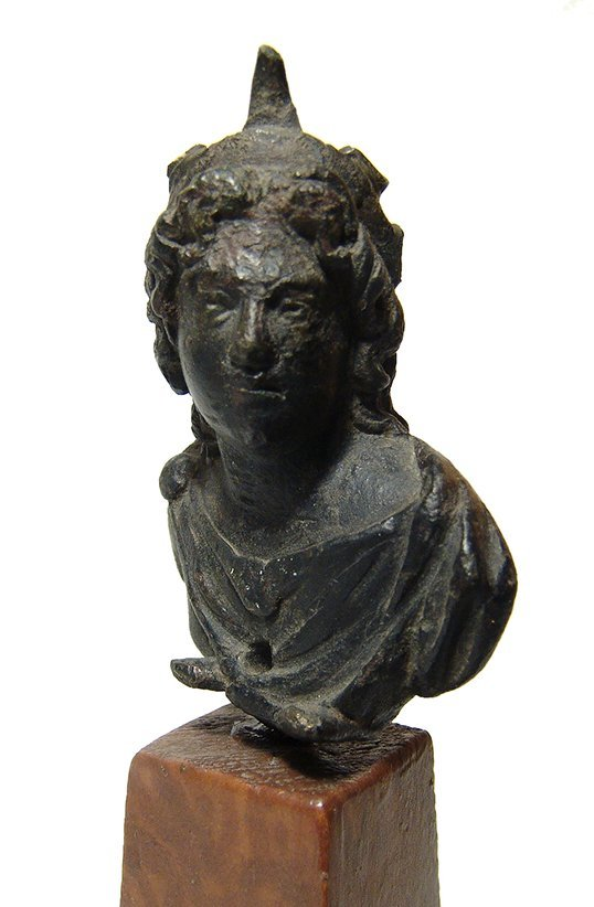 A handsome Roman bronze bust of the God Sol - 3
