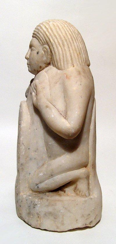 A Sabaean marble sculpture of a kneeling male - 2