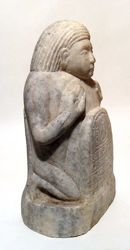 A Sabaean marble sculpture of a kneeling male - 3
