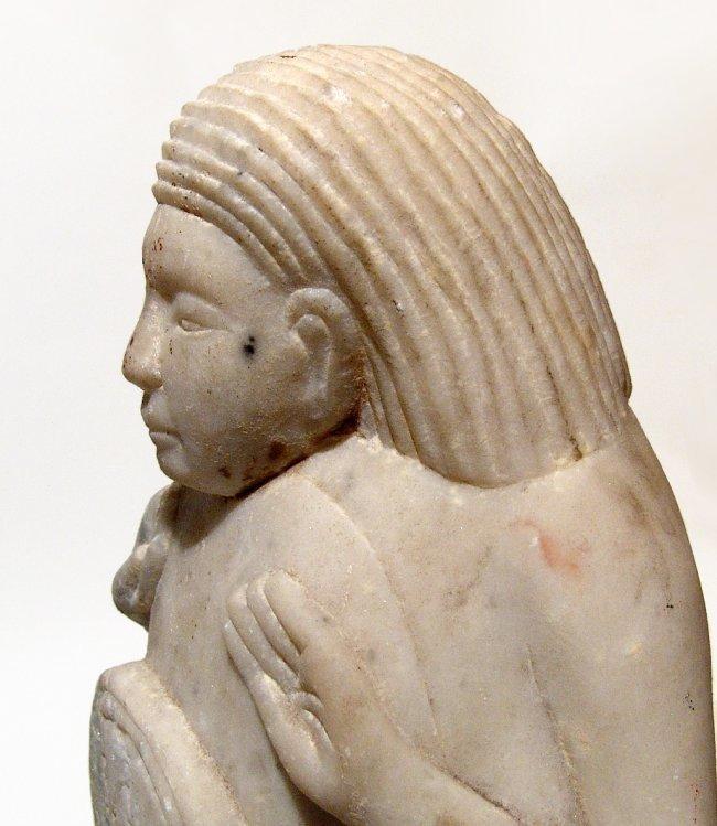 A Sabaean marble sculpture of a kneeling male - 5
