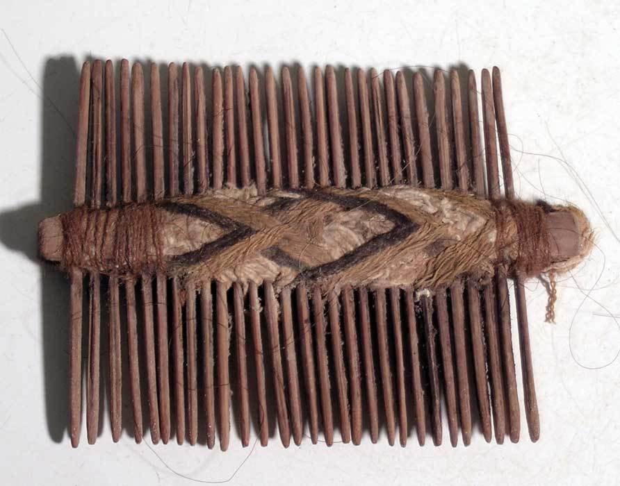 An excellent Pre-Columbian comb