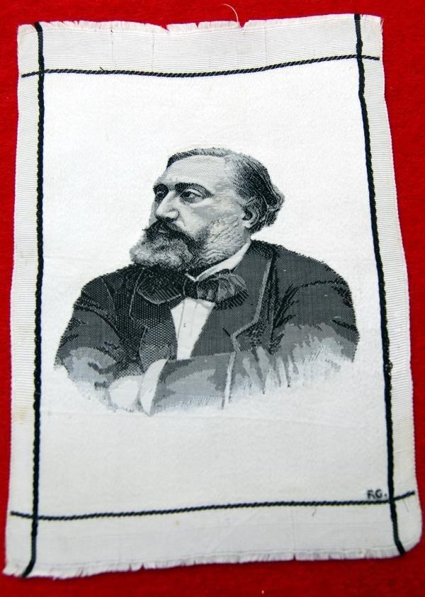 108: silk  -R.G.- Sitter?