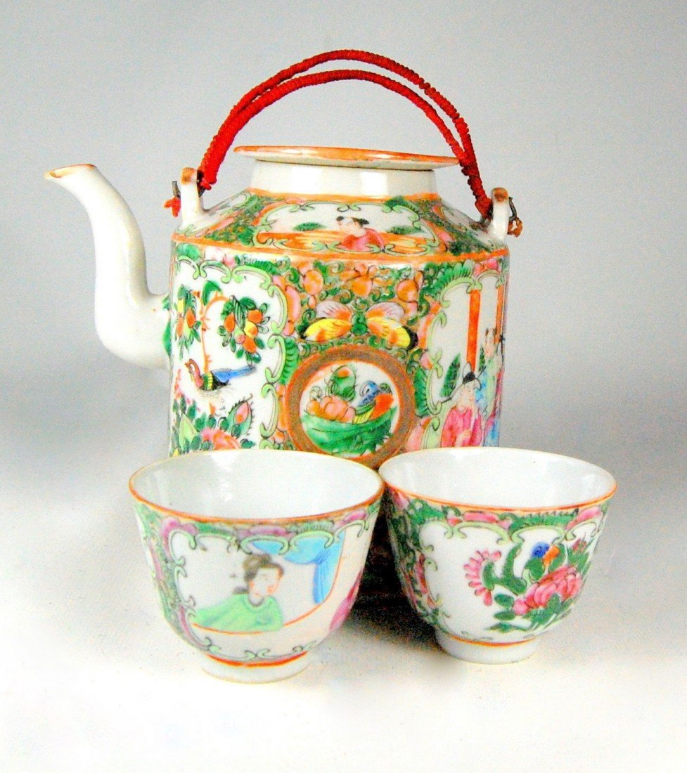 104: Rose Medallion Teapot, Cups in Basket Rose medalli