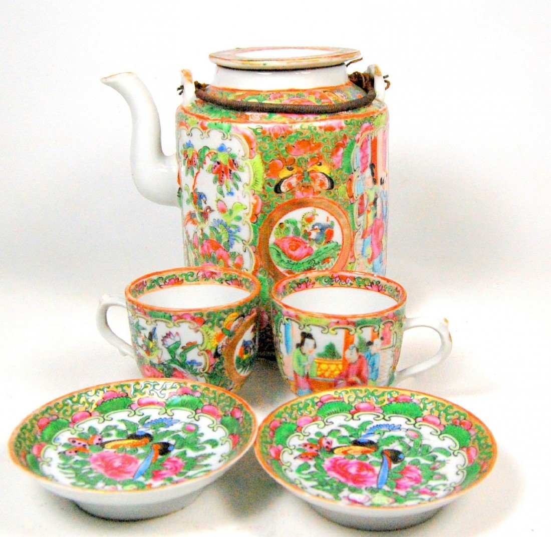 106: Rose Medallion Teapot, cups in Basket, 19th c. Ros