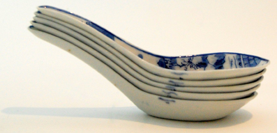107: (5) Spoons, porcelain,  Nanking, 19th c.