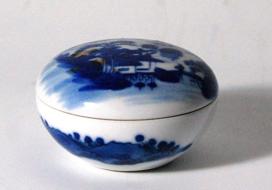 114: Canton Covered Round Box Round trinket box, porcel