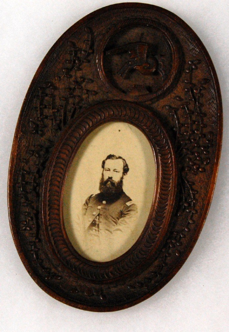 601: Carved oval photo frame, Chinese Carved wood frame