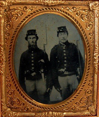606: Tintype, Union soldiers with bowie knife, rifles T
