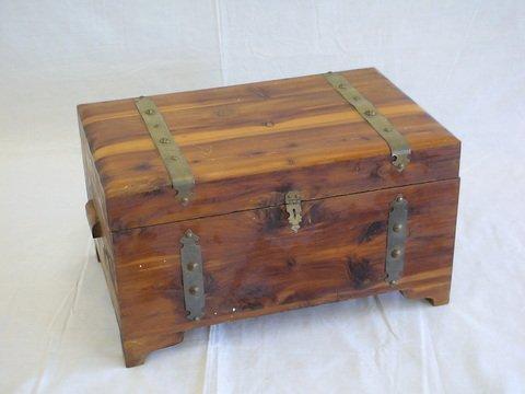 "1004: Small cedar chest. Size- 16"" x 10"" x 9""."