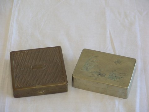 1008: 1. Square brass cigarette box with hinged lid. 2.