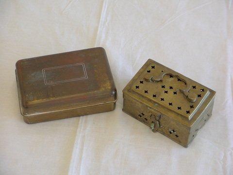 1009: 1. Brass hinged box. 2. Brass cricket box.