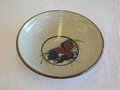 1023: Ceramic bowl with brown edging along top