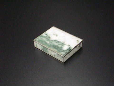 3003: Jadeite cigarette holder with hinged lid