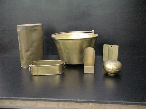 3013: Lot of six miscellaneous brass and metal items: o