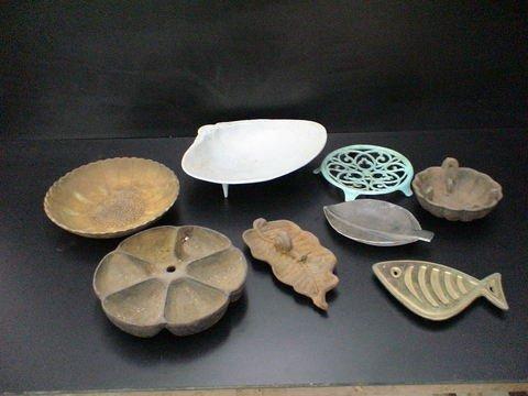 3017: Lot of 8: Metal bowls and trivets--one leaf shape
