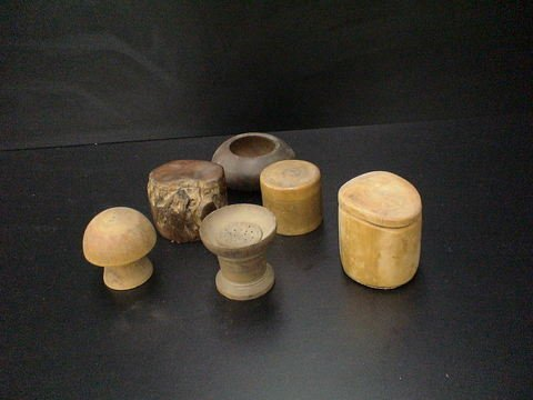 3019: Lot of 6 wooden items: one is a mushroom, one is